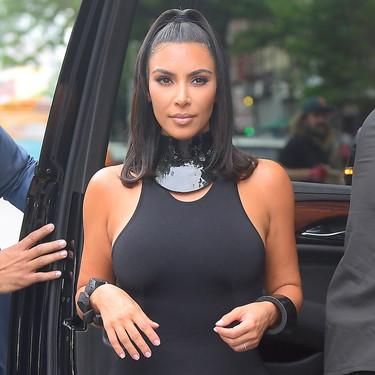 Kim Kardashian rescata el mini vestido negro de licra para convertirlo en auténtica tendencia