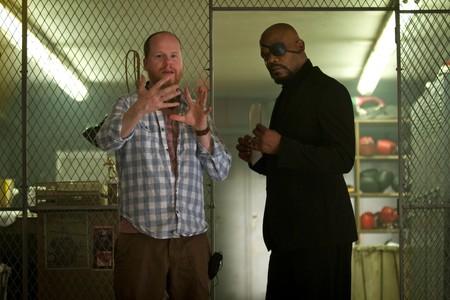 Joss Whedon durante el rodaje de Vengadores