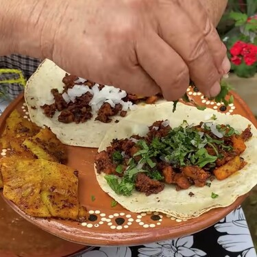 """Tacos al pastor: Doña Ángela """"De mi Rancho a tu cocina"""" tiene la receta fácil de los tacos que más se consumen en México"""