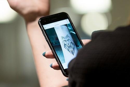 Inkhunter, una aplicación que utiliza la AR para mostrarnos cómo luciría un tatuaje en nuestra piel