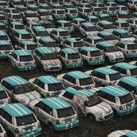 Así son los cementerios de coches eléctricos en China que muestran su fracaso con el vehículo compartido
