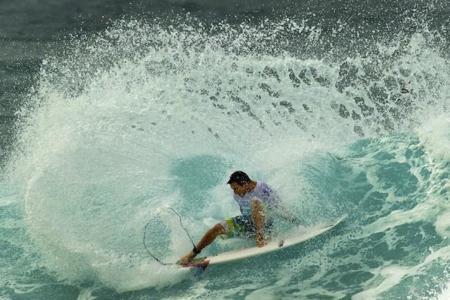 Aprender surf en la costa gallega es toda una experiencia ¿te atreves?
