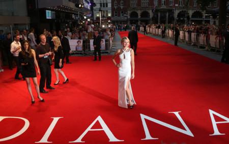 Naomi Watts ya ejerce de Lady Di sobre la alfombra roja