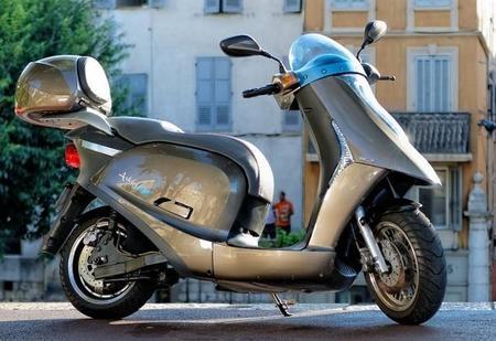 Scooter eléctrico Artelec 670, un trabajo de dos años con final feliz en París