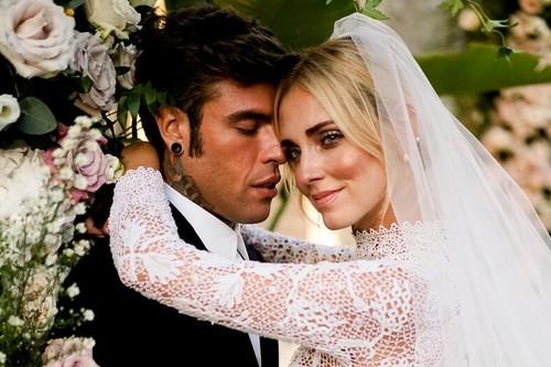 Por fin tenemos fotos oficiales de la boda de Chiara Ferragni y Fedez, cuando las veas querrás ponerlas en el salón de tu casa