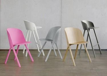 Un toque rosa neón en el comedor con las nuevas sillas de Stefan Diez para e15