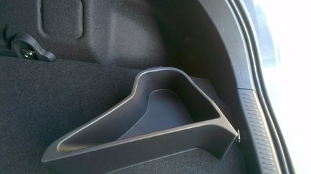 Toyota Auris 2014 detalle maletero
