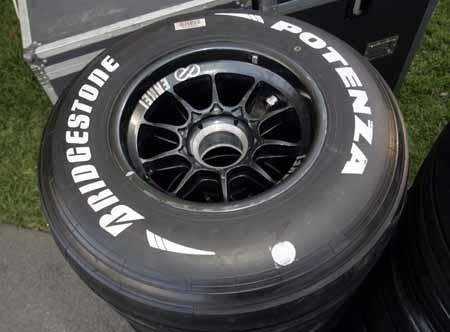 Bridgestone marcará sus gomas con un punto blanco
