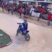Desafío entre moto y coche R/C