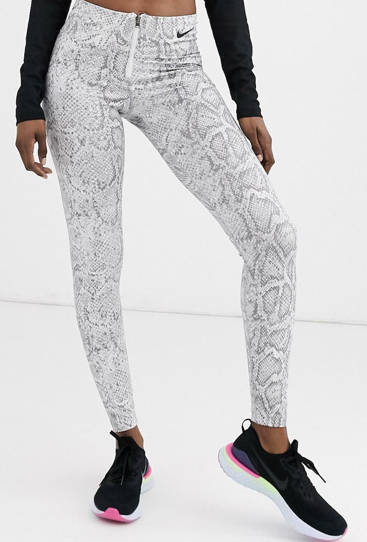 Leggings blancos de talle alto con estampado de serpiente de Nike