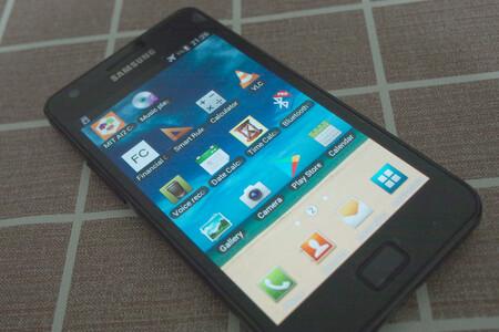 """Android 11 llega al Galaxy S2 gracias a LineageOS: """"nueva vida"""" al legendario flagship de Samsung de hace casi 10 años"""