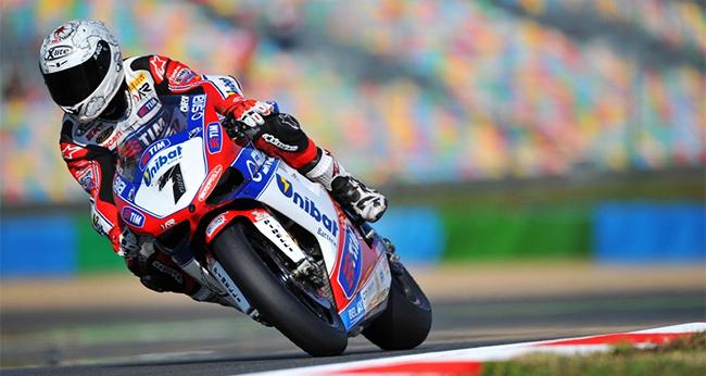 Carlos Checa está seguro en Ducati