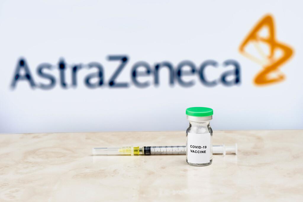 Así muere la confianza en una vacuna: la polémica de AstraZeneca y la Unión Europa empieza a afectar negativamente a la imagen de la vacuna de Oxford