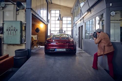 Porsche 911 Targa Heritage Design Edition: porque lo vintage está de moda, llega una línea de diseño para llevar el 911 moderno al pasado