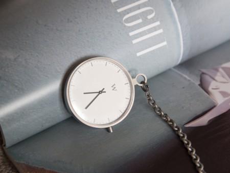 Wanderlust Watches quiere traer de vuelta el reloj de bolsillo con un diseño más moderno y minimalista