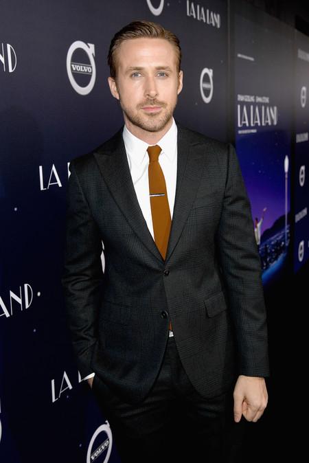 Ryan Gosling sabe cómo llevar el otoño con estilo con un simple accesorio en su look