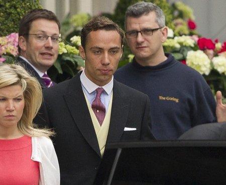 James Middleton en la boda de su hermana Kate y del príncipe Guillermo: ¿qué le pasa al cuello de su camisa?