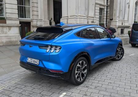 Mustang Mach E Atras