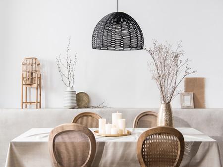 Incluir toques de negro en decoración es una buena idea, como prueba la colección primavera verano Palm Grove de Maisons du Monde