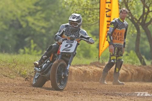 Hemos corrido una carrera de Dirt Track con Harley-Davidson y ha sido una experiencia épica
