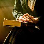 Leer más (libros y no artículos) te hace vivir más según este estudio