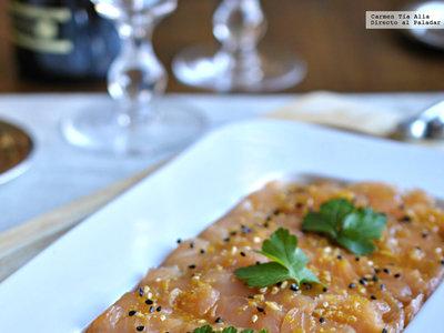 Tiradito de salmón marinado con sésamo. Receta ligera de Navidad