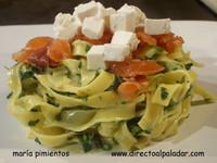 Receta de tallarines con salmón, espinacas y salsa de queso azul