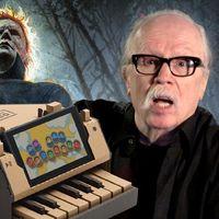 John Carpenter interpreta el tema de La noche de Halloween en el piano de Nintendo Labo. Bueno, al menos lo intenta