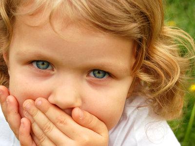 ¿Tu hijo tiene boqueras? Te contamos por qué se producen y cómo podemos remediarlo