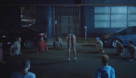 Desgranamos todas las ofensas del videoclip más ofensivo de los últimos tiempos