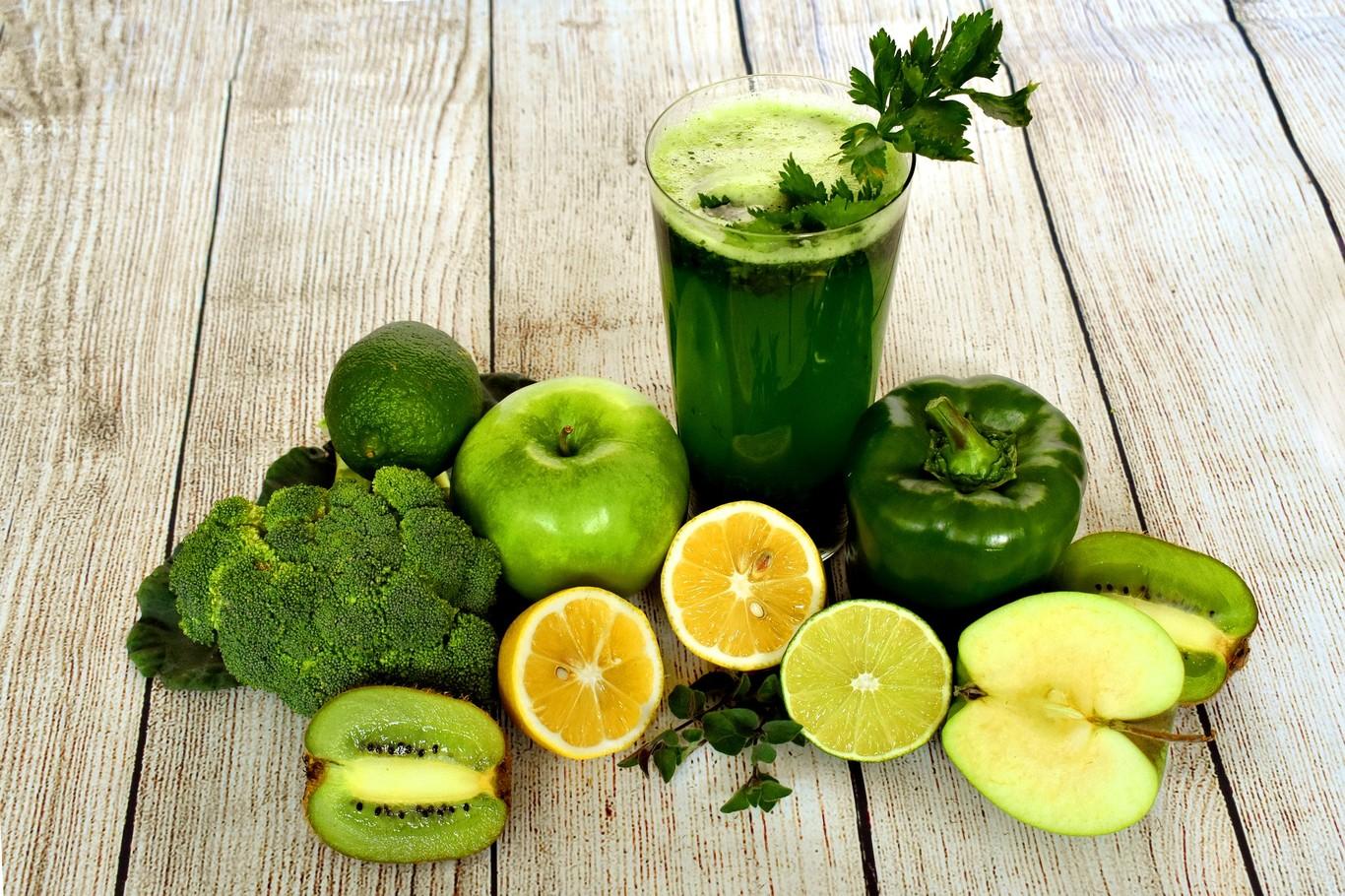 beneficios del jugo de piña con pepino y apio