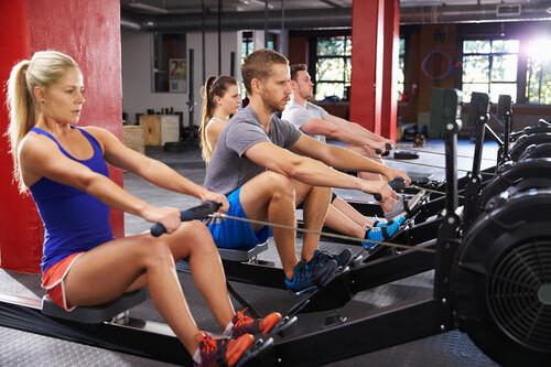 Todo lo que tienes que saber antes de subirte a la máquina de remo del gimnasio