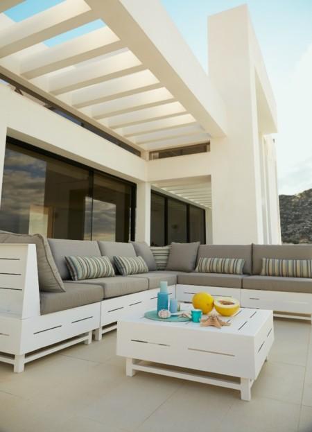 Madera y cojines: Un plan relax para la terraza