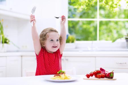 Alimentación a partir de los 12 meses: comiendo como los mayores