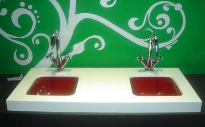 Iris, lavabos de resina y cristal