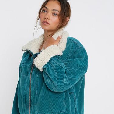 Viste tus días de otoño con una chaqueta de estilo aviador. Urban Outfitters nos propone un sinfín de modelos perfectos