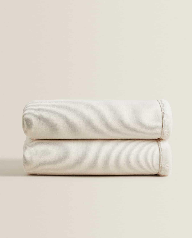Manta reversible en color beige 140 x 190 cm
