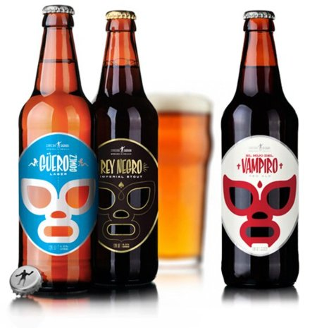 Cervecería Sagrada con máscaras de lucha libre