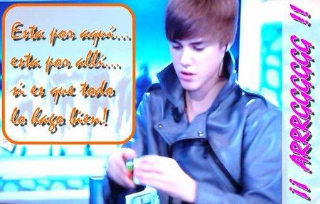 Justin Bieber con el cubo de Rubik