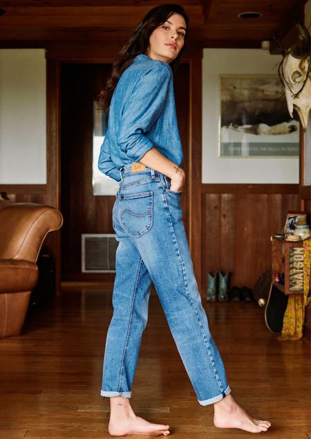 Lee tiene la colección denim de tendencia que vas a querer al completo: jeans, cazadoras vaqueras y petos para lucir ahora y siempre