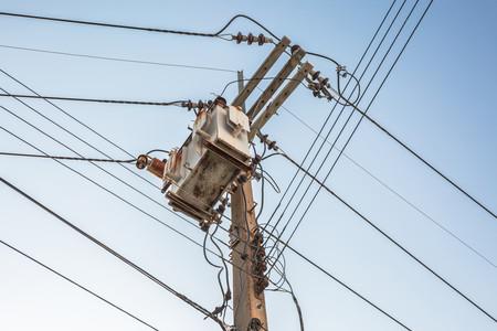 Los postes de CFE podrán ser usados para mejorar la cobertura de los servicios de telecomunicaciones en México