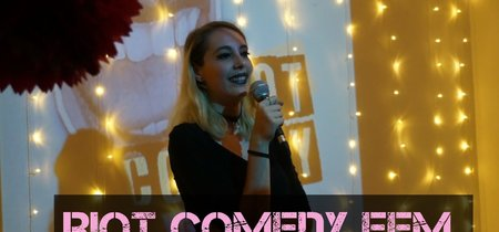 En una España dominada por Broncano y Buenafuente....PennyJay organiza el Club de la comedia para creadoras de internet