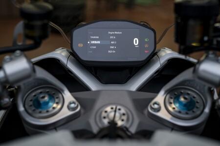 Ducati Supersport 950 2021 020