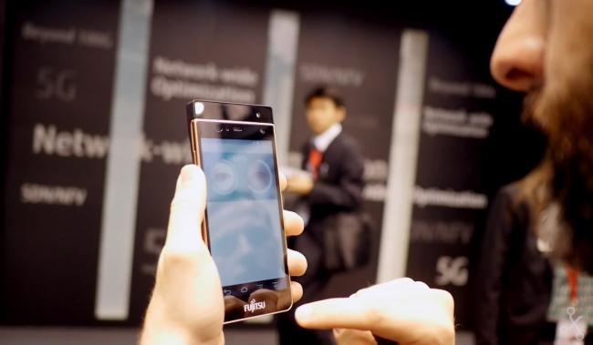 Identificarte con tu iris en el smarthone funciona: probamos el sistema de Fujitsu