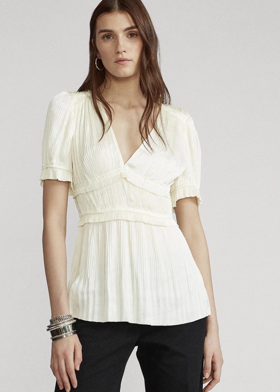 Blusa de mujer con escote de pico y manga corta
