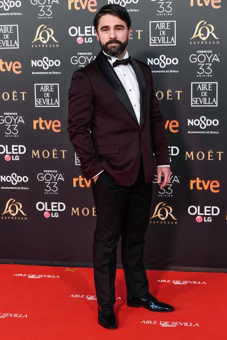 Gorka Lasaosa Se Enfunda En U Smoking Burdeos Para Los Premios Goya 2019 2
