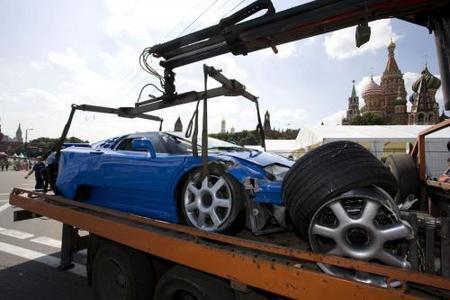 Dolorpasion™: Bugatti EB110 estampado contra las barreras