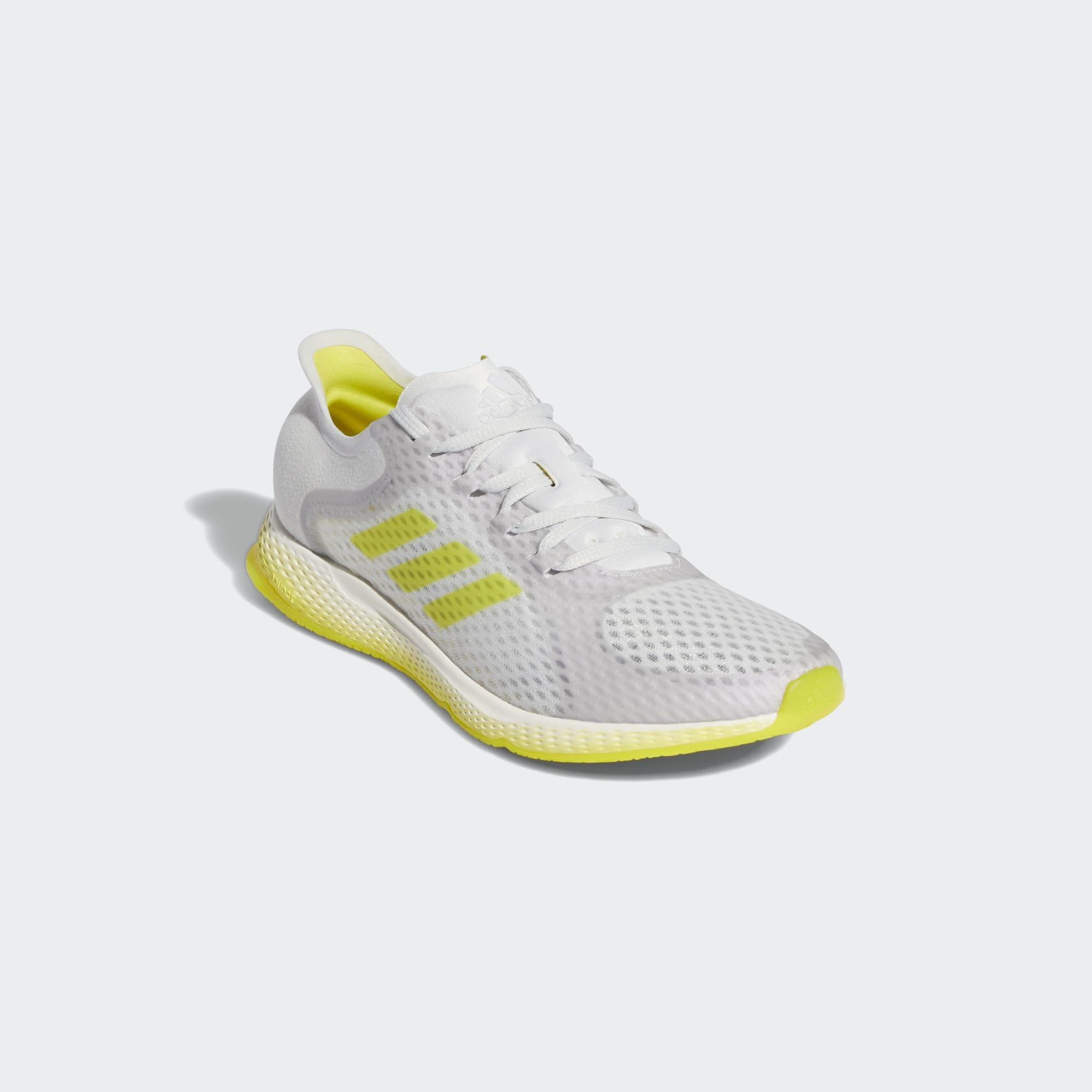 Esta zapatilla de running presenta un diseño ligero que te ayuda a conectar contigo misma y a olvidarte del estrés.