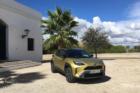 Probamos el Toyota Yaris Cross: un B-SUV híbrido con sistemas de asistencia de serie y la conectividad más avanzada de la marca