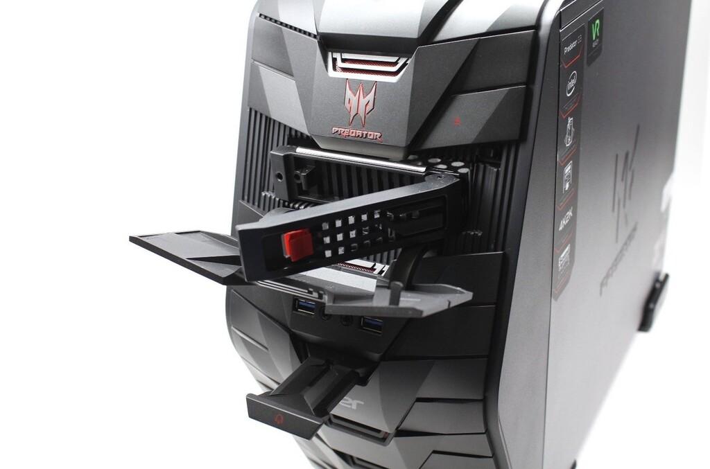 La bahía de 5,25 de tu PC es un maravilloso cajón de sastre: desde pantallas LCD a mecheros de coche o reproductores de casete